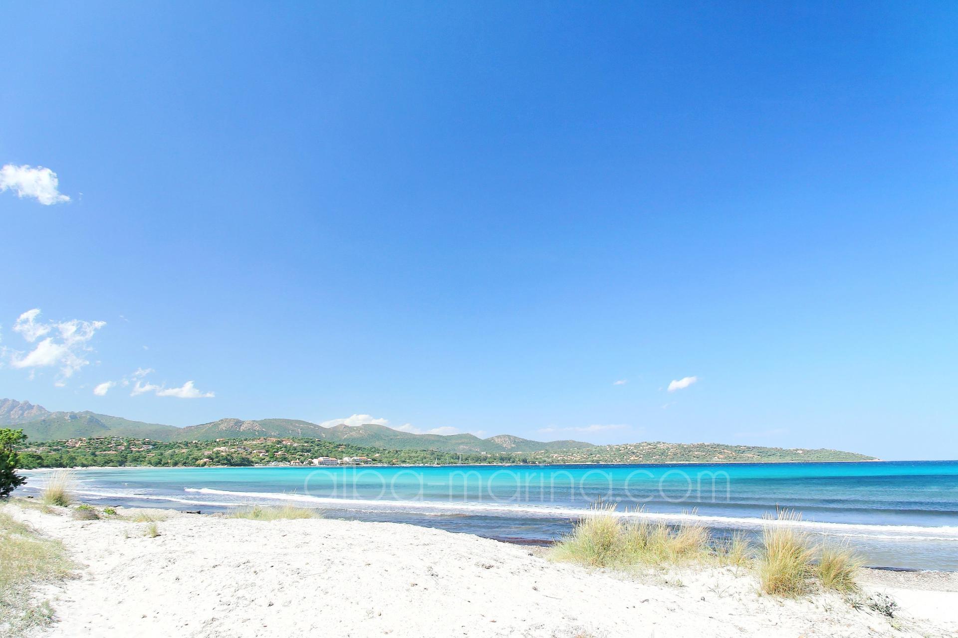 la plage de Pinarello en Corse