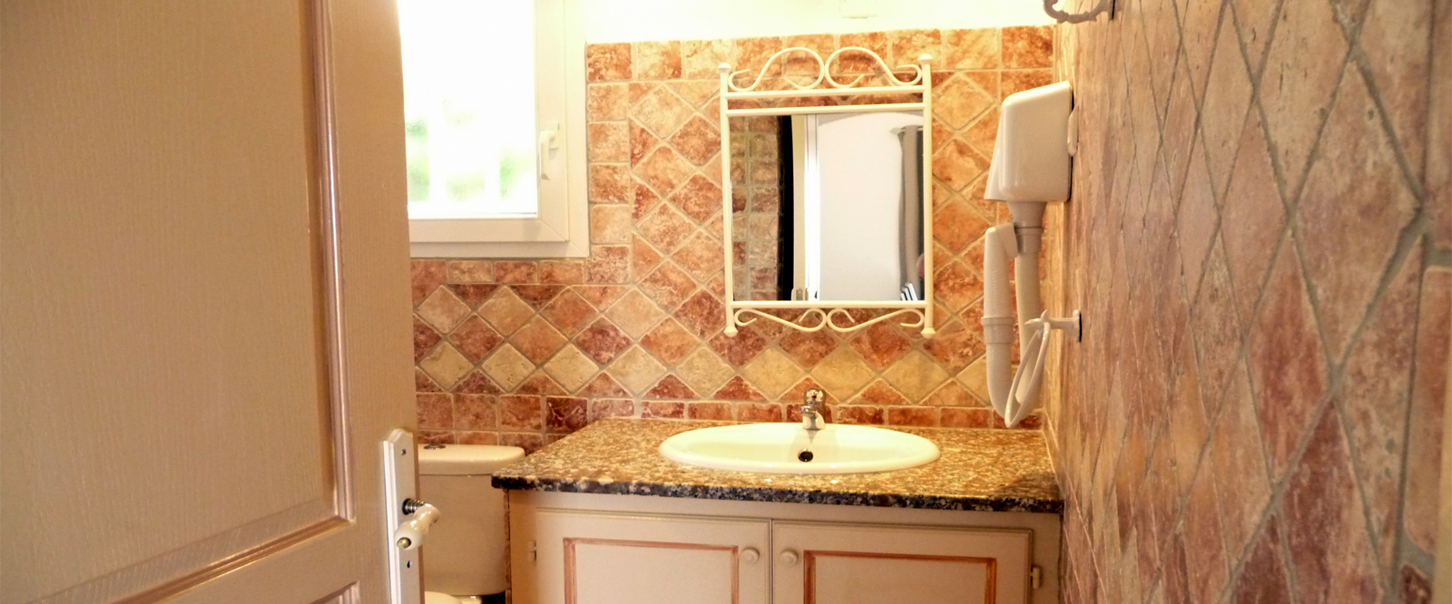 Salle de bain de votre Mini-Villa en Corse près de Porto-Vecchio